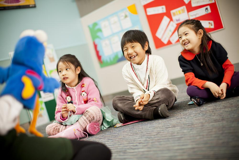 Giao tiếp tốt sẽ giúp các con tự tin hơn trong quá trình học tiếng Anh lớp 3